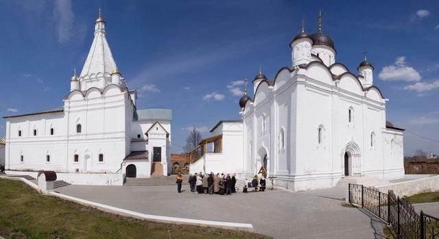 Георгиевский и Введенский храмы Владычного монастыря